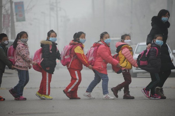 Time and again, smog alarms sound the warning in Chinese cities. Heraeus offers a green solution to China's smog problem.