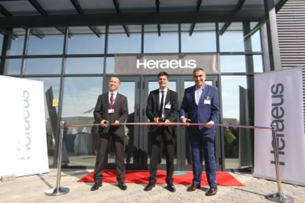 Ribbon Cutting: (from left) Samuel Cires, General Manager Heraeus Romania, Dr. Frank Stietz, President Heraeus Electronics and Iosif-Ionel Toma, Mayor of Giroc
