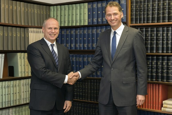 Heraeus and Hensel Recycling commit to strategic cooperation for processing of precious metals: (from the left) Thomas Hensel (Co-owner of Hensel Recycling GmbH) and André Christl (President Heraeus Metal Management)